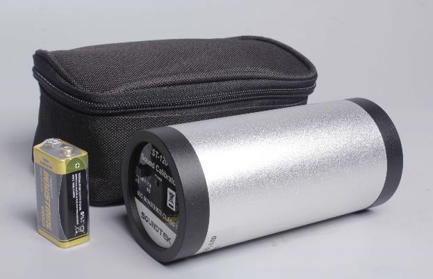 Nivel de sonido de salida: a 94dB y 114Db, Precision: 94 ± 0.3dB y 114 ± 0.5dB Alimentacion: bateria de 9V. IEC 60942: 2003 clase 1 / ANSI S1.40-198