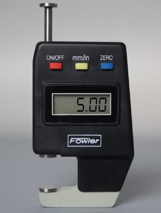"""Lee directamente en pulgadas y sistema metrico. Rango: 0 - 0.600 """" / 15mm Resolucion: 0.0005 """" /0.01mm Precision: 0.001 """". Prof. garganta: 0.500"""