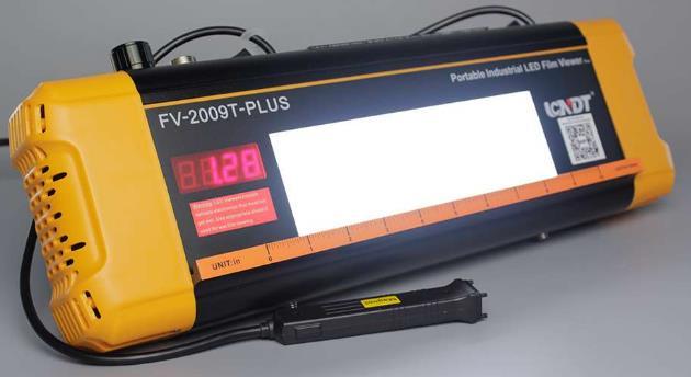 Combina capacidades de visor de película con el densitómetro. Visor de película 120,000 Cd / m2. Densitómetro 650 Cd / m2 y 320,000 Cd / m2. Con s