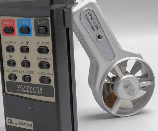 Velocidad del aire 0.4 - 25.0 m/s Flujo de aire 0 - 999,900 m^3/min. Temperatura 0 a 50° Sonda separada para fácil funcionamiento. Batería tipo DC